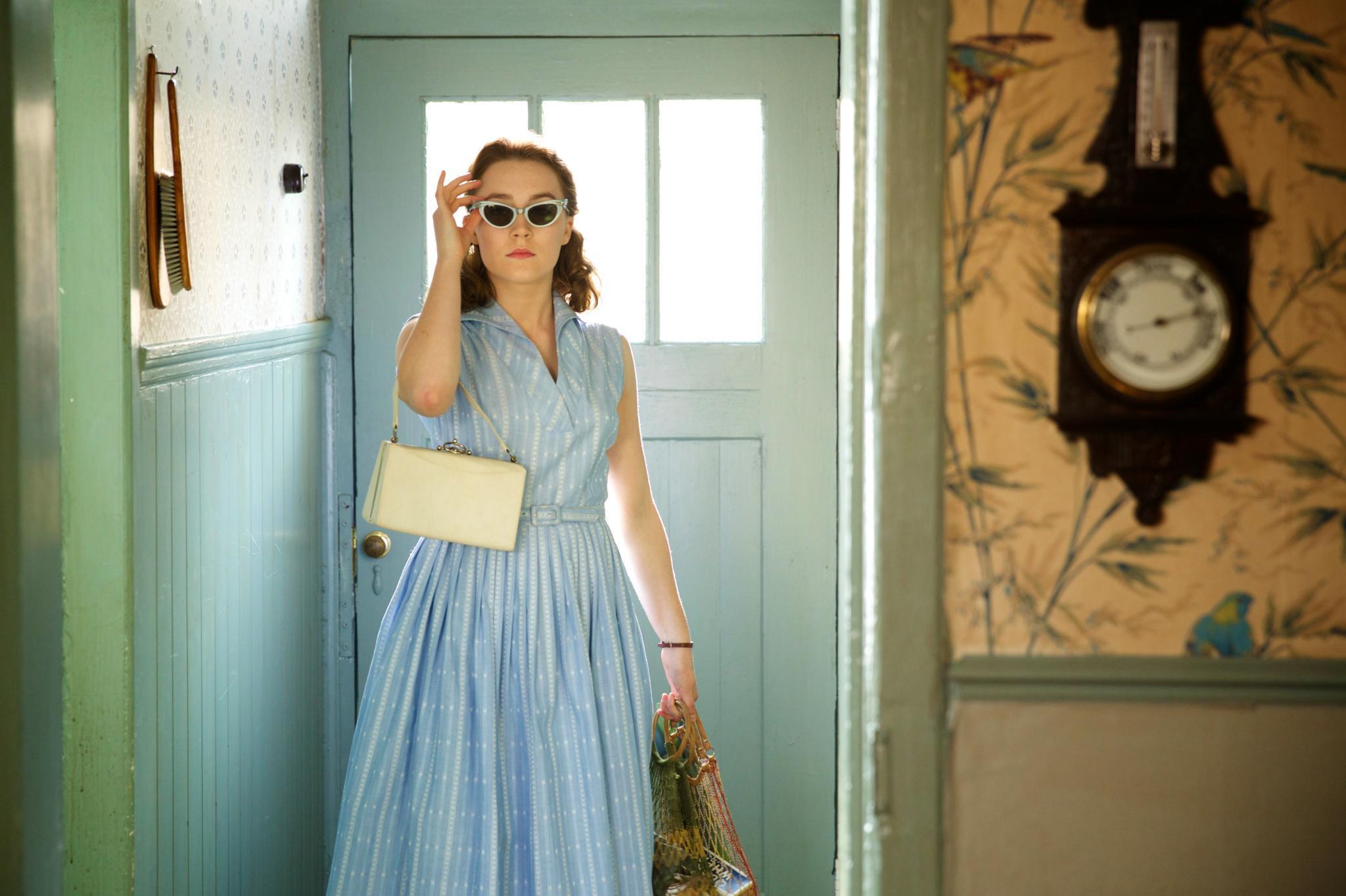 Je besser sich Eilis Lacey in New York zurechtfindet, desto knalliger wird ihr Look