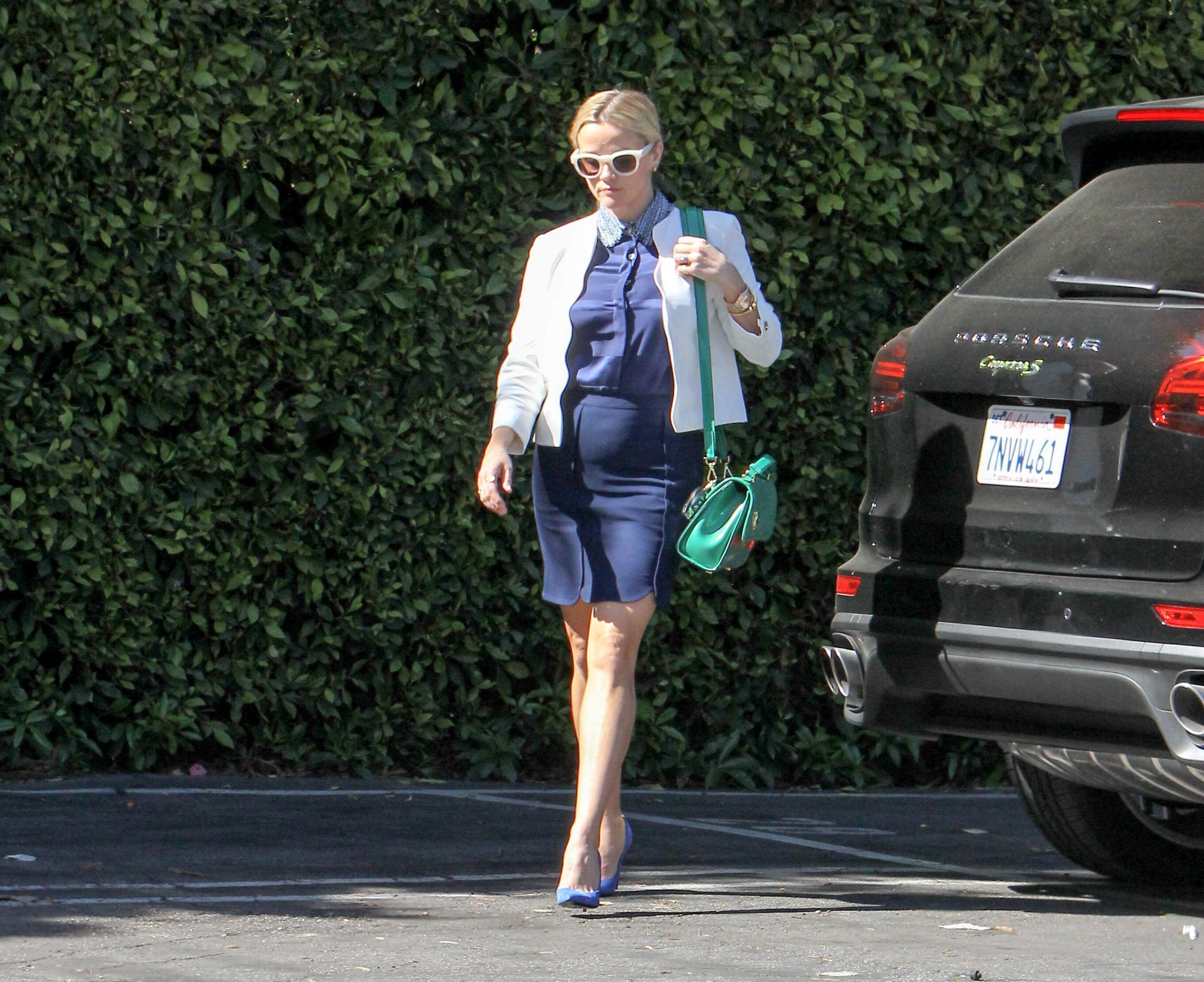 Hat Reese Witherspoon diese Wölbung ihrem gesunden Appetit oder einem Baby zu verdanken...?
