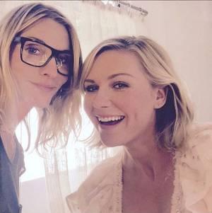 Jillian Dempsey und Kirsten Dunst backstage bei den Critics' Choice Awards