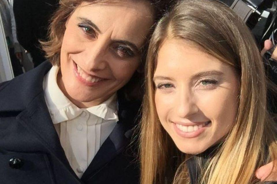 German It-Girl trifft auf französische Mode-Ikone: Mit Lagerfeld-Muse Inès de la Fressange machte Cathy nach der Show ein sonniges Selfie.