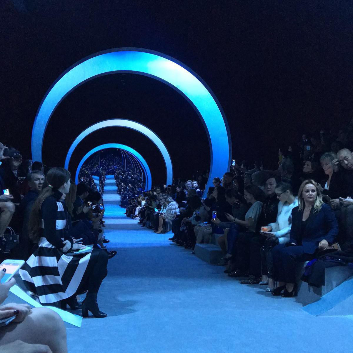 """Der Catwalk bei Dior: """"Die Atmosphäre ist großartig – eine traumhafte Kulisse, tolle Persönlichkeiten, schöne Mode und ich mittendrin."""""""