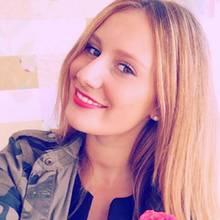 Leonie Rosella freut sich über den Einzug ins Halbfinale beim Bachelor. Ob sie sich über zwei weitere Rosen freuen darf, bleibt fraglich.