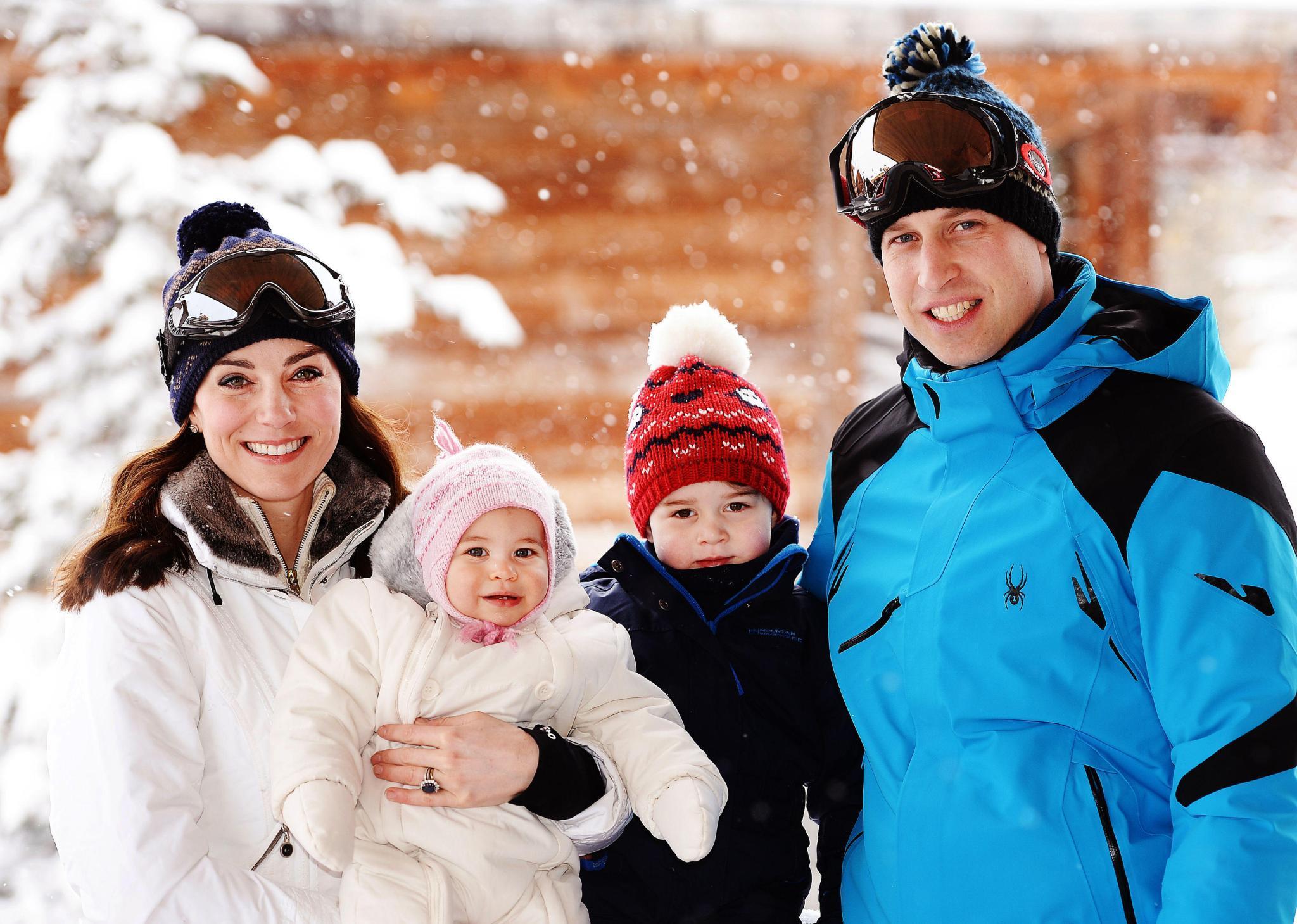 3. März 2016  Der erste Familienurlaub im Schnee: Herzogin Catherine und Prinz William sind mit Prinzessin Charlotte und Prinz George in die französischen Alpen gefahren.