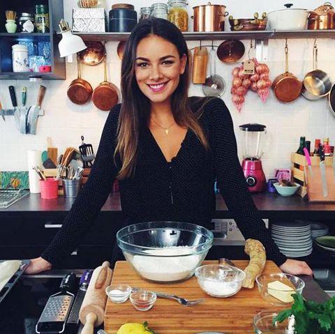 janina uhse bei ihrer kochshow