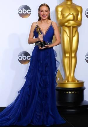 In wahrhaft königlichem Blau strahlte die Königin von Hollywood: Brie Larson nahm in einer Robe von Gucci ihren Oscar als beste Hauptdarstellerin entgegen.