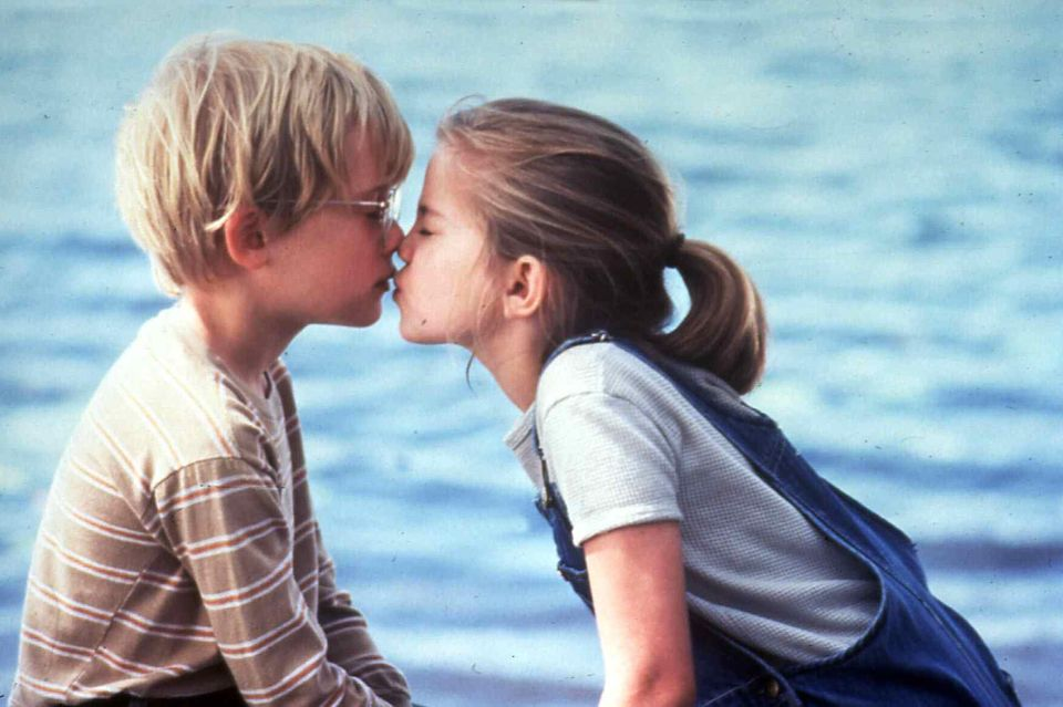 """1991    In """"My Girl - Meine erste Liebe"""" spielt Macauly Culkin an der Seite von Anna Chlumsky. Beide gewinnen im Jahr 1992 für die Kussszene den MTV Music Award."""