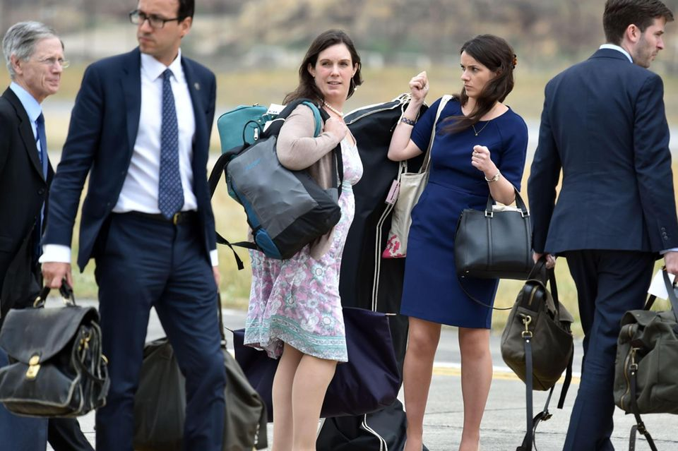 Das Berater-Team der britischen Royals: Sir David Manning, Miguel Head, die Privatsekretärinnen Rebecca Deacon und Sophie Agnew und Kommunikationschef Jason Knauf