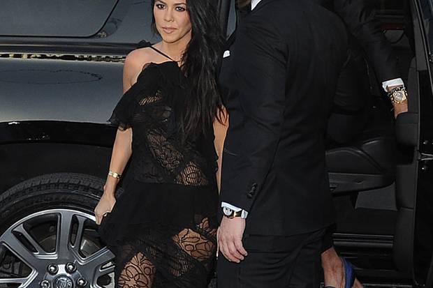 Kourthney Kardashian auf dem Weg zu einer Hochzeit