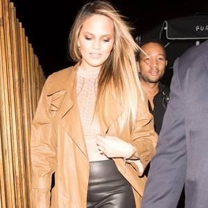 """Neu-Eltern Chrissy Teigen und John Legend verlassen das Restaurant """"The Nice Guy"""" in Los Angeles - ohne Baby Luna."""