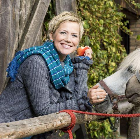 """Inka Bause moderiert auch die neuen Folgen von """"Bauer sucht Frau""""."""