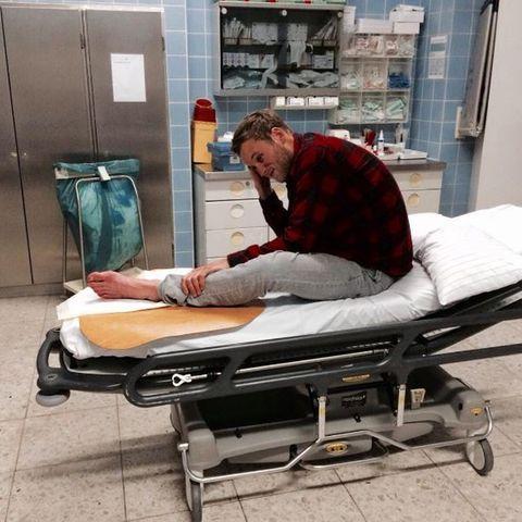 Leon Windscheid verletzt im Krankenhaus.