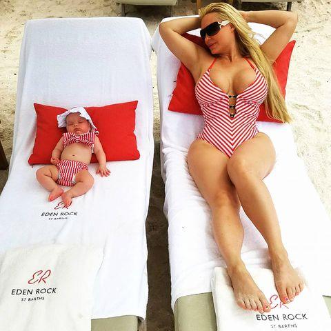 coco austin mit baby beim sonnenbad