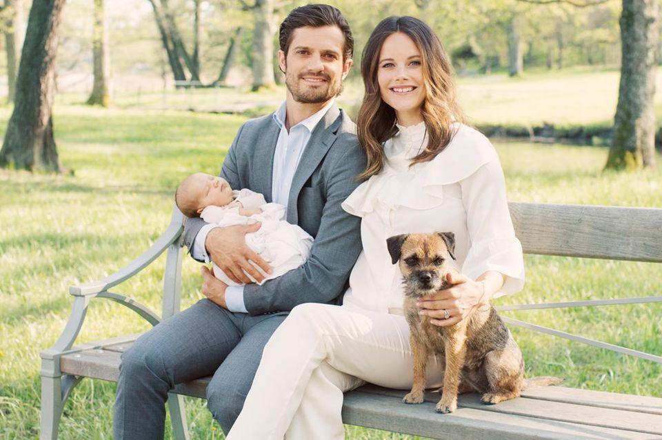 Die glückliche Familie: Carl Philip und Sofia von Schweden erleben gerademit dem kleinen Alexander und Vierbeiner Siri traumhafte Wochen