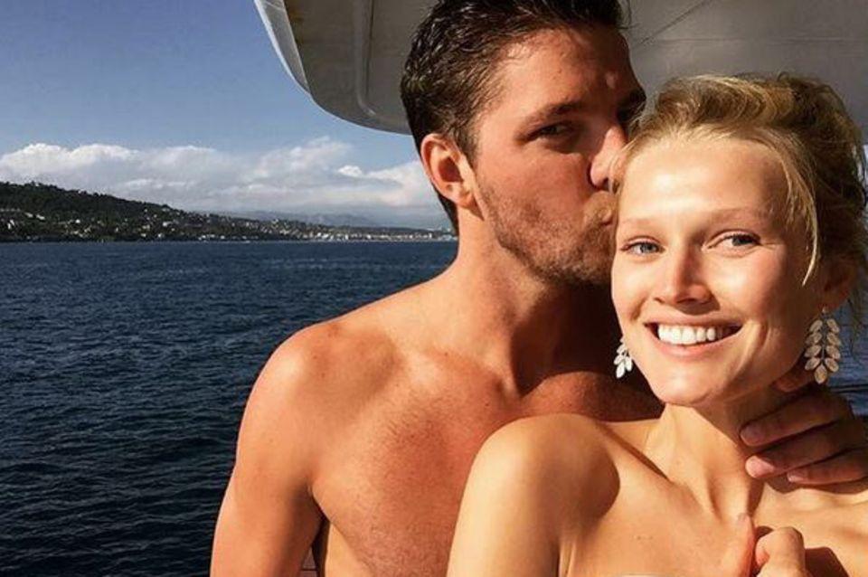 Mal nicht in großer Robe: Toni Garrn mit ihrem Freund Chandler Parsons