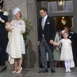 Da sind Schwedens Lieblinge: Prinzessin Victoria, Prinz Daniel und ihre beiden Kinder kommen als letztes in die Kirche.