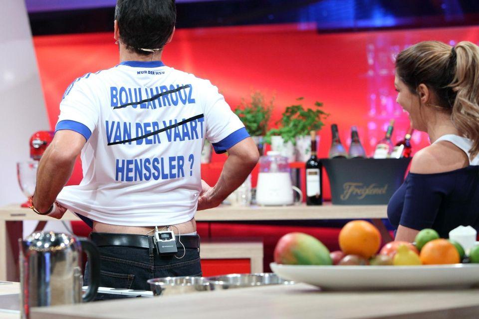 Ein eindeutiges Angebot von Steffen Henssler an Sabia Boulahrouz, über das sie laut lachen musste