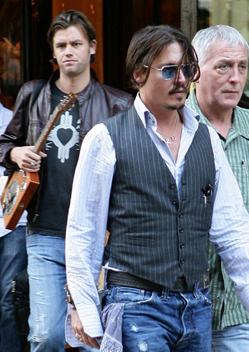 Johnny Depps langjähriger Assistent Stephen Deuters (links) behauptet, die SMS-Konversation habe so nie stattgefunden.