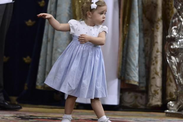 Schon auf der Taufe von ihrem Bruder Nicolas im vergangenen Oktober hatte Leonore mit Tanzeinlagen für Lacher gesorgt - bei Oscar tat sie es wieder.