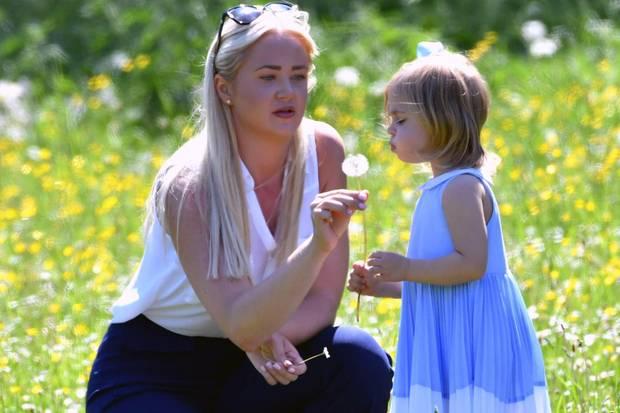 Die beiden verstehen sich: Prinzessin Leonore genießt die Aufmerksamkeit ihrer Nanny Louise Blomqvist