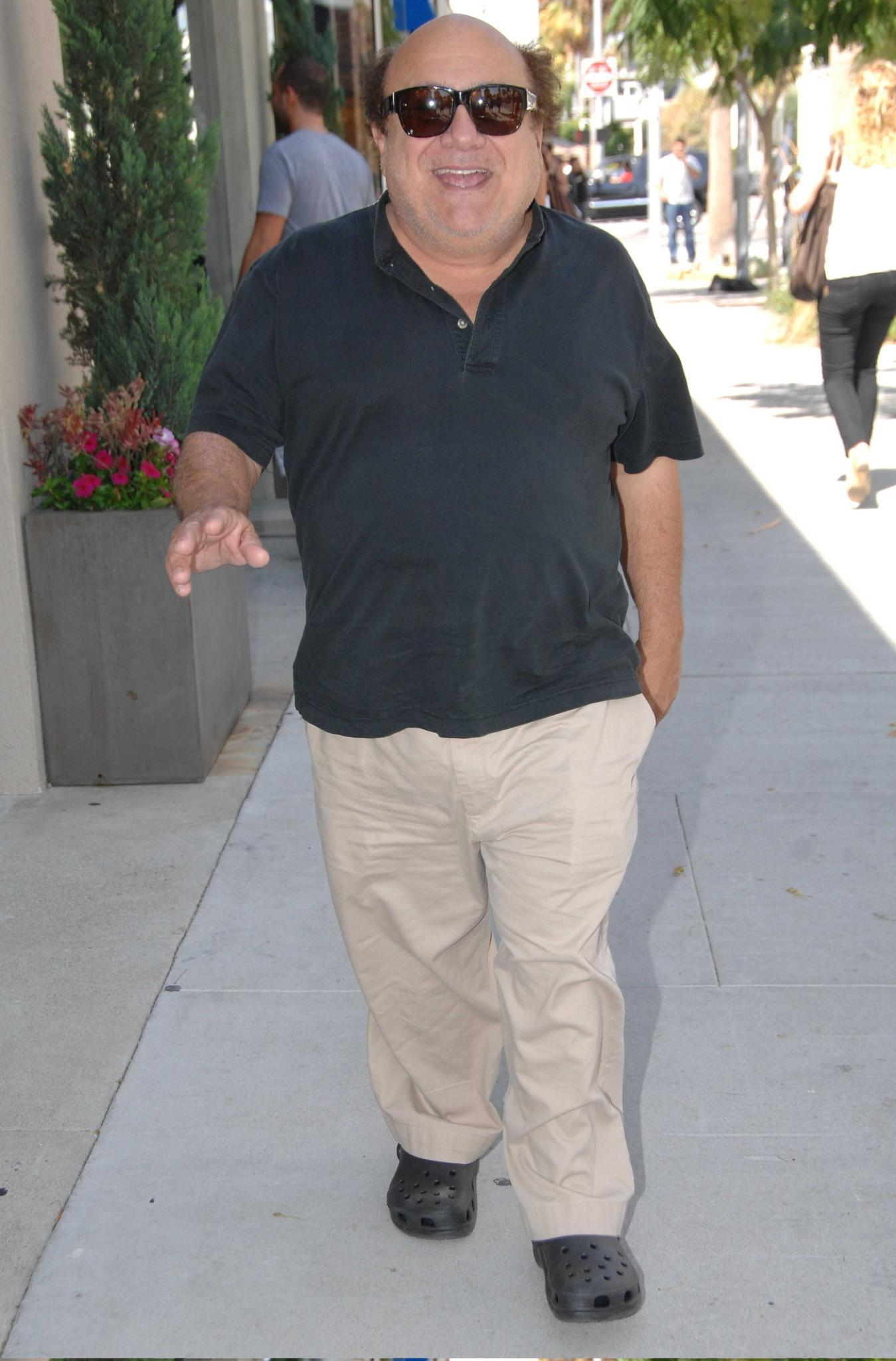 Danny DeVito mit Crocs.