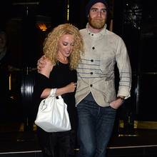Kylie Minogue und Joshua Sasse sind seit Februar 2016 verlobt.