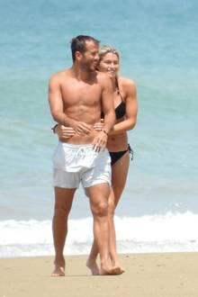 Gemeinsame Zeit am Strand von: Estavana und Rafael nutzen sie intensiv und innig. Wegen ihrer Sportkarrieren führen die beiden eine Fernbeziehung zwischen Dänemark und Spanien