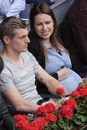 "Toni Kroos und Ehefrau Jessica Farber auf dem ""Mutua Madrid Open"" Tennisturnier am 05. Mai in Madrid, Spanien"