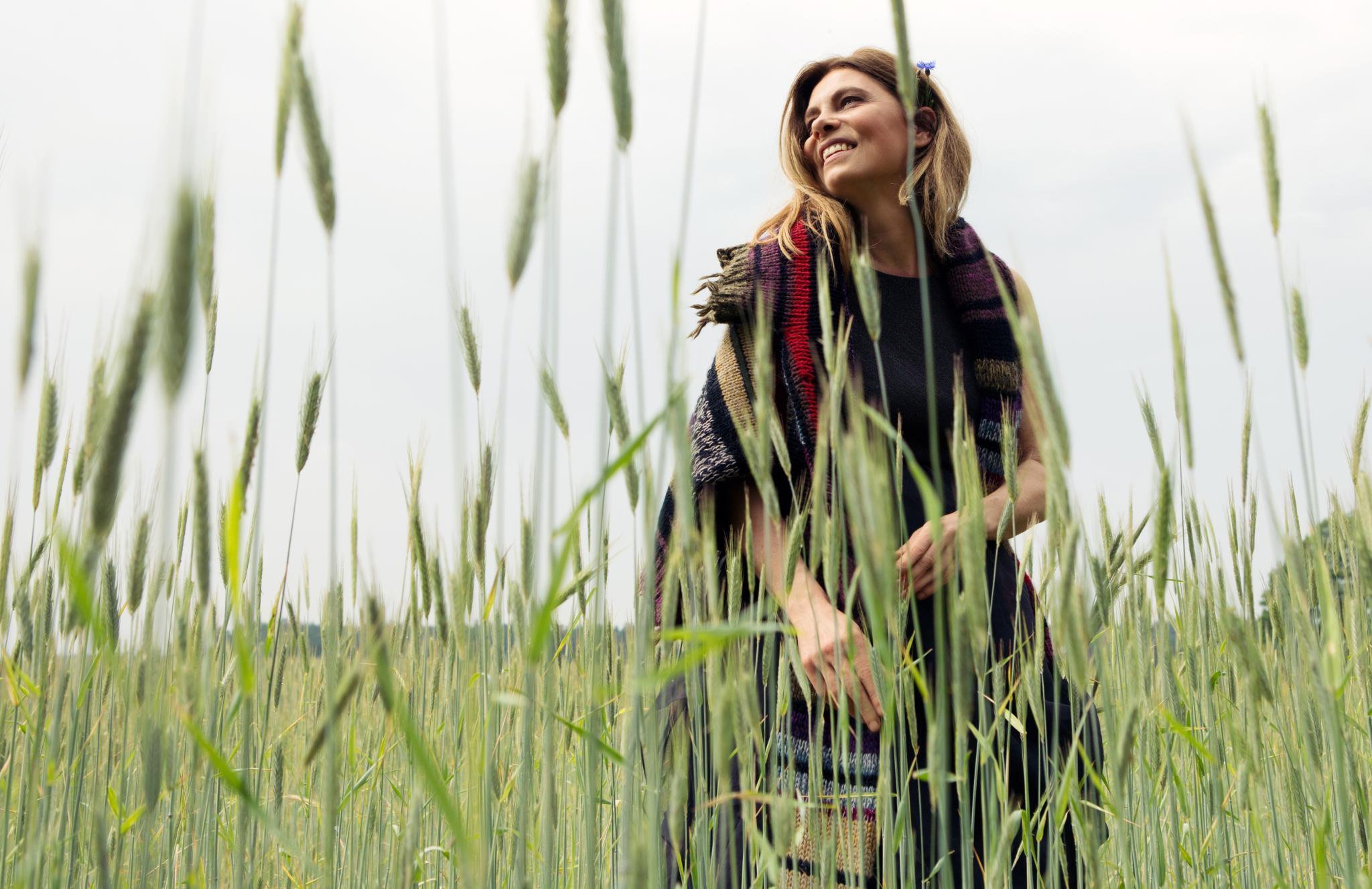 """Von Romantik normalerweise keine Spur: Der Boden, auf dem Roggen, Weizen oder Kleegras angebaut wird, ist """"hart, sandig und extrem trocken"""", so Wiener"""