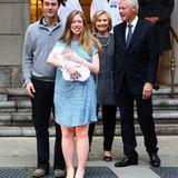 September 2014  Chelsea Clinton und ihre Familie zeigen ihre kleine Tochter Charlotte der Öffneltichkeit. Chelsea und ihr Mann Marc Mezvinsky sind zum ersten Mal Eltern geworden.