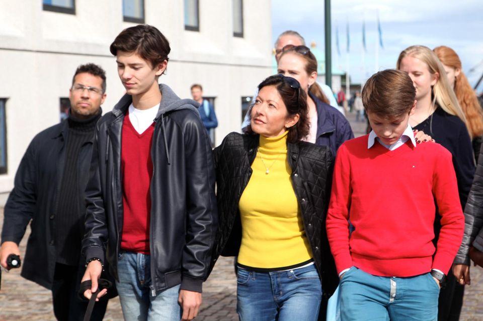 """Gräfin Alexandra mit ihren Söhnen im September 2015 beim """"Ecco Walkathon"""". Auch die Prinzen sind betroffen von aktuellen Situation ihrer Mutter, die eine neue Bleibe finden muss."""