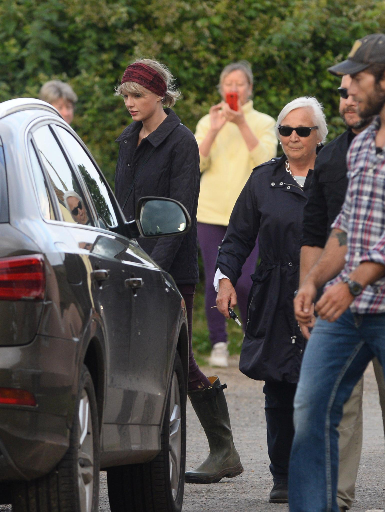 Taylor Swift, Diana Patricia Hiddleston