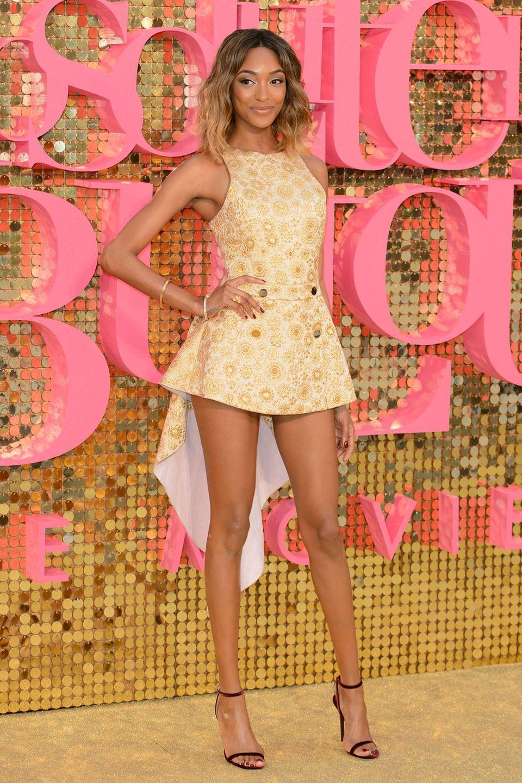 Endlosbeine und eine zauberhafter Look: Topmodel Jourdan Dunn hat Spaß beim Filmklamauk.