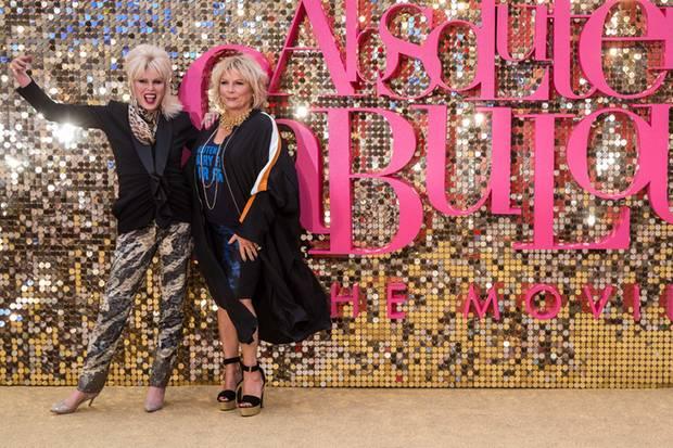 """Joanna Lumley und Jennifer Saunders haben das richtige Comedy-Gen mit einem verrückten Schuss Glamour. Ihre schrillen Outfits haben, wie auch im Film, """"Klasse""""."""
