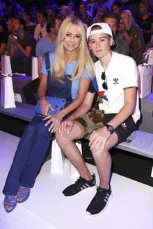Jenny Elvers mit Sohn Paul auf der Fashion Week in Berlin