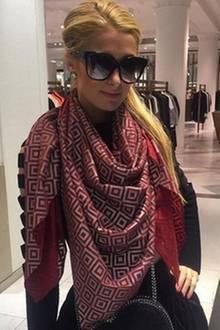 Paris Hilton mit dem ISHU-Schal