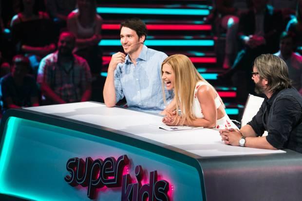 """Michelle in der Sat.1-Show """"Superkids"""" mit ihren Jury-Kollegen Felix Neureuther (l.) und Henning Wehland"""