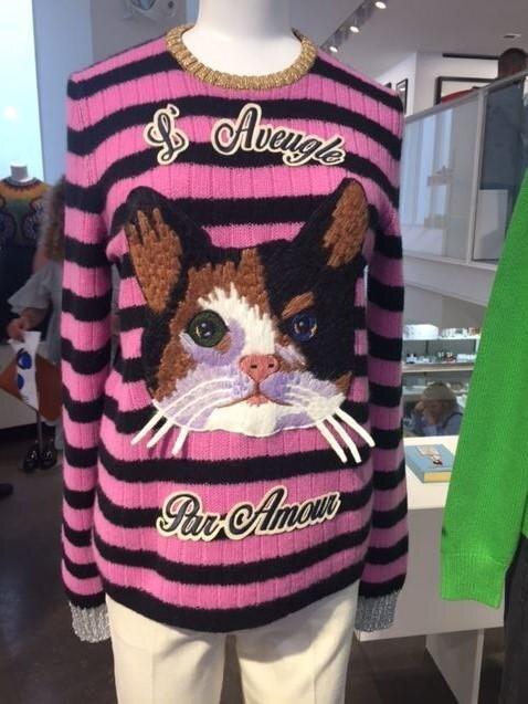 """Gesehen im Pariser Modekaufhaus """"Colette"""": Streifenpullover mit Katzenprint"""