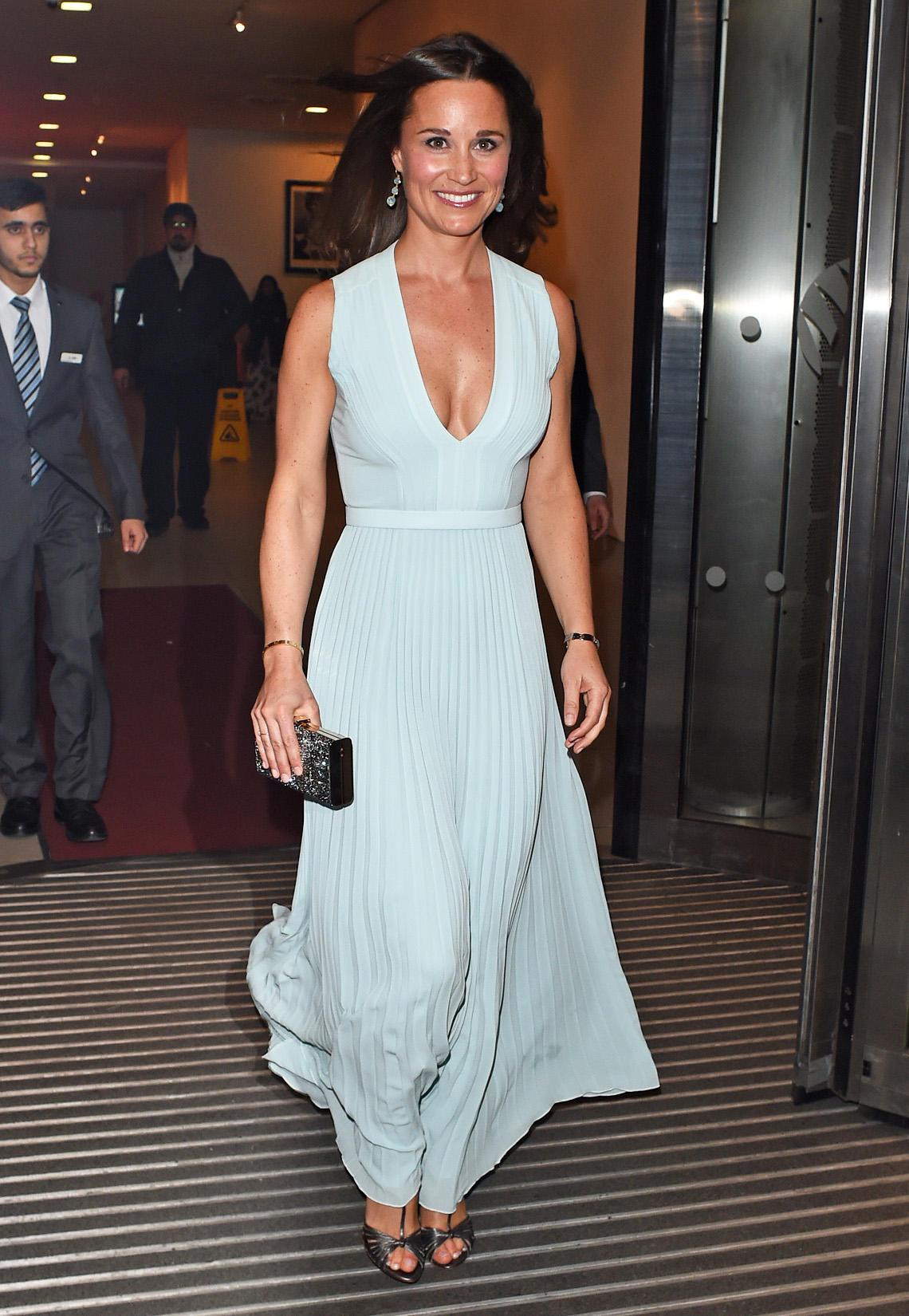 Elegant und mit tiefem Ausschnitt auch ziemlich sexy schwebt Pippa Middleton zum ParaSnowBall 2015 in London.
