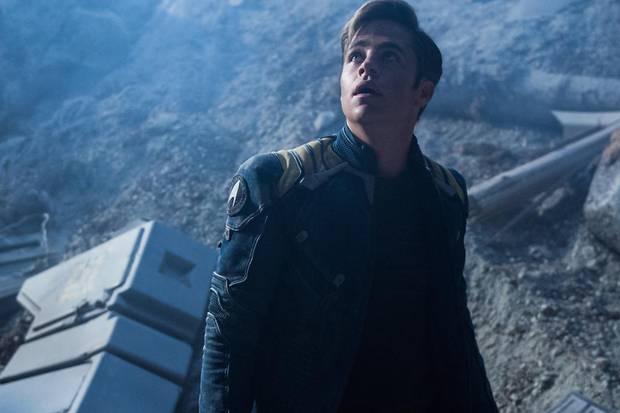 """Chris Pine spielt Captain Kirk - und wird in """"Star Trek - Bayond"""" richtig herausgefordert."""