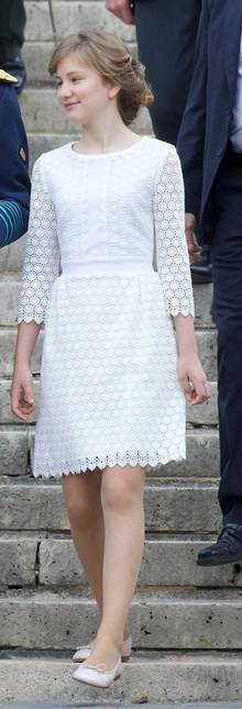 Prinzessin Elisabeth trägt am Nationalfeiertag in Belgien das Nolly Cosmic Lace A-line Kleid von Diane von Furstenberg.