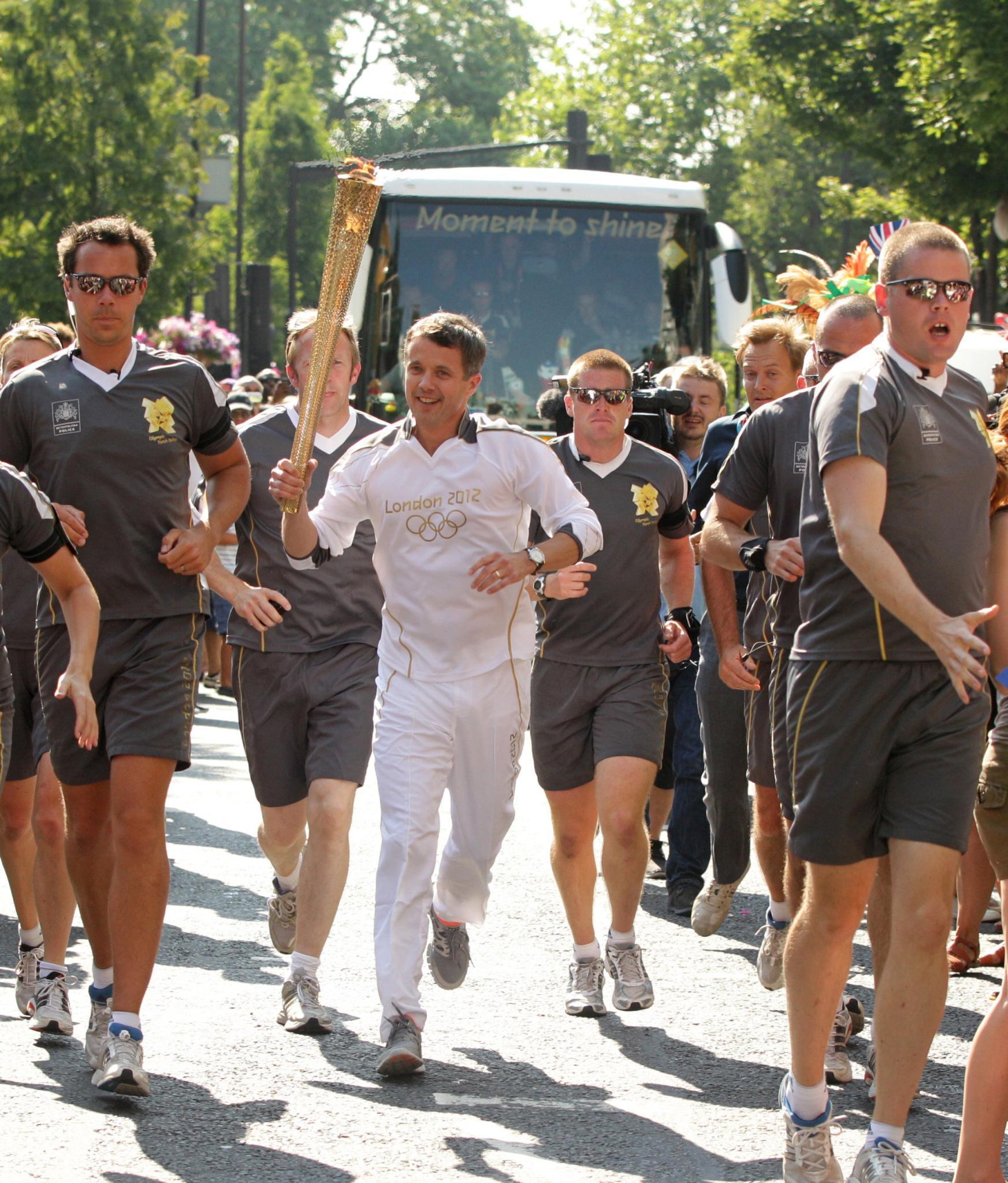 Die Fackel tragen durfte er immerhin schon: Prinz Frederik beim Staffellauf zur Entzündung des Olympischen Feuers 2012 in London.