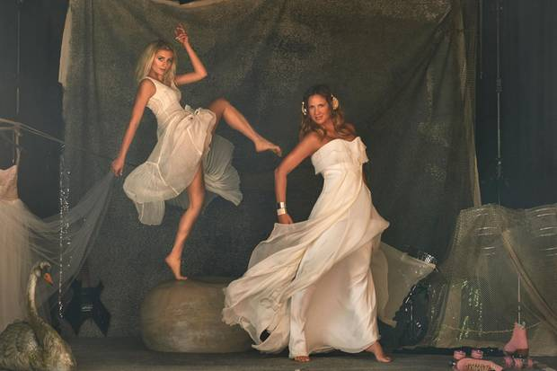 Ihren Körper zu beherrschen und in Szene zu setzen, lernten Luna und Dana Schweiger durch intensives Tanztraining
