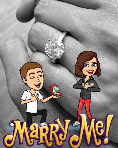 """""""Ich habe Ja gesagt! schrieb Kerr unter dieses Foto ihres Verlobungsrings, das sie im Snapchat-Stil mit zwei Avataren und einem """"Marry Me!"""" aufpimpte"""