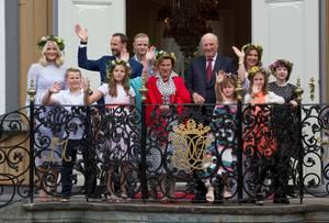 Große Balkonszene zum Thronjubiläum von König Harald im Juni: Marius Borg Höiby ist natürlich dabei, wenn auch in der letzten Reihe.