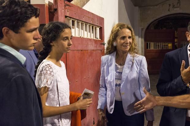 Elena von Spanien, zusammen mit ihren Kindern Felipe Juan und Victoria Federic