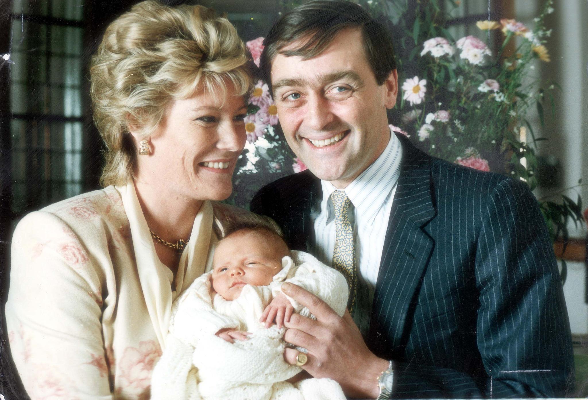 Der Herzog und die Herzogin von Westminster zeigen sich 1991 mit Söhnchen Hugh, dem langersehnten Erben für Titel und Vermögen.