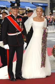 """Am Tag ihrer Hochzeit 2001 schwärmte der künftige König: """"Ich war noch nie so schwach und noch nie so stark. Mette-Marit, ich liebe dich!"""""""