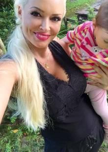 Daniela Katzenberger: Daniela Katzenberger ist sichtlich stolz auf die kleine Sophia.