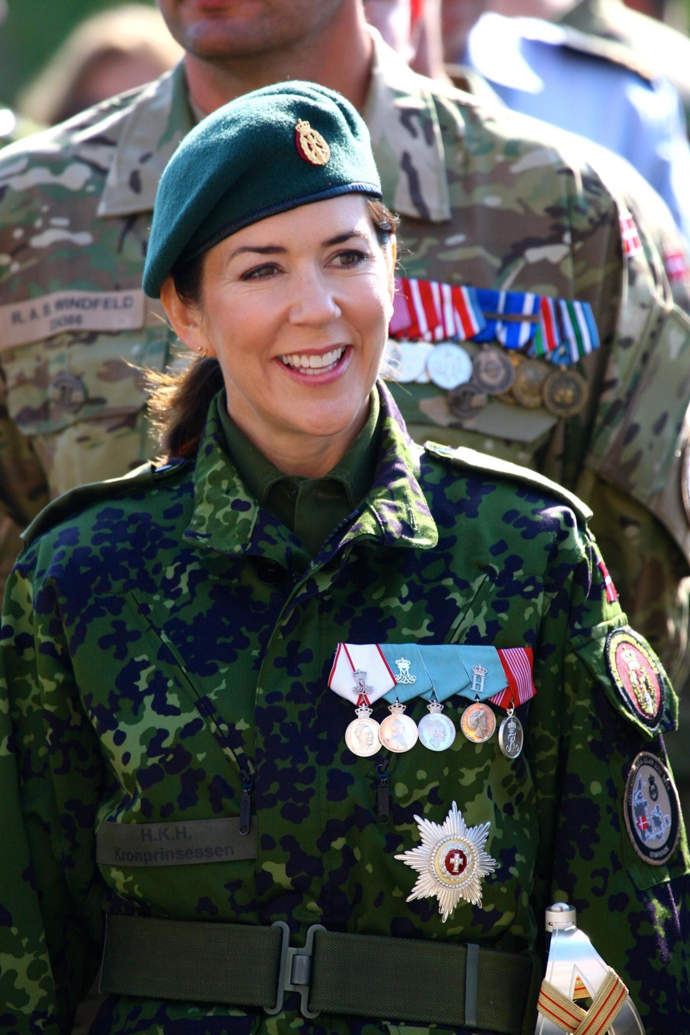 Kronprinzessin Mary absolvierte freiwillig eine militiärische Grundausbildung und ist heute Leutnant der Heimwehr.