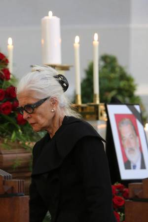 Christiane Hörbiger bei der Trauerfeier ihres Lebensgefährten